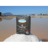 Thin Raw Sea Salt Picked by shoulder - Cuordisale - Salinagrande